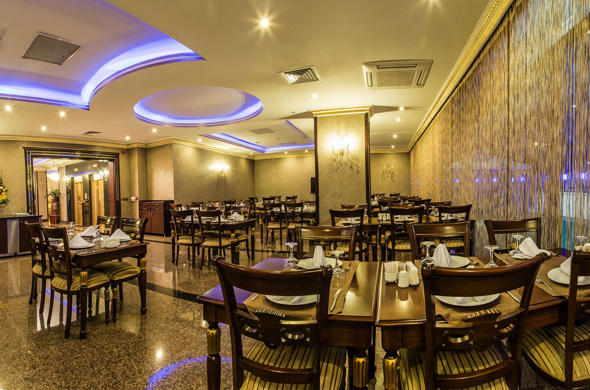 Restaurant grand work hotel for Bistro hotel